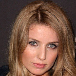 Annabelle Wallis 5 of 6
