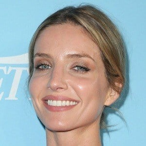 Annabelle Wallis 6 of 6
