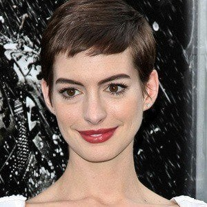 Anne Hathaway 2 of 10
