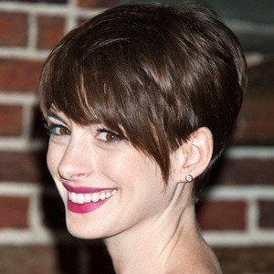 Anne Hathaway 3 of 10