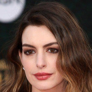 Anne Hathaway 7 of 10