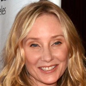 Anne Heche 6 of 10