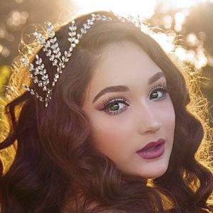 Annika Oviedo Headshot 7 of 10