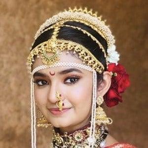Anushka Sen 4 of 6