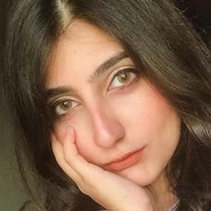 Anushae Khan 4 of 5