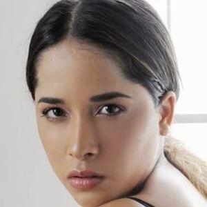 Areliz Benel Headshot 6 of 9