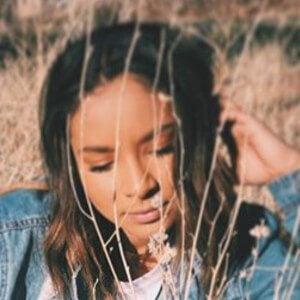 Ariana Pettit Headshot 6 of 10