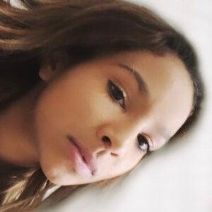 Ariana Pettit Headshot 7 of 10
