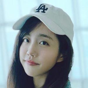 Ariel Tsai Headshot 8 of 10