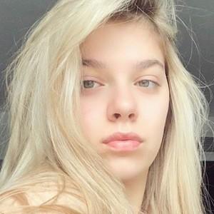Arilena Ara 6 of 6