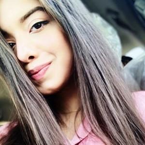 Arisha Razi 2 of 6