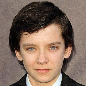 Asa Butterfield 4 of 10