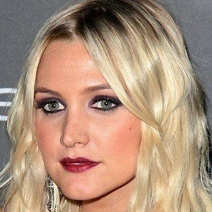 Ashlee Simpson 2 of 8