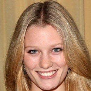 Ashley Hinshaw 4 of 6