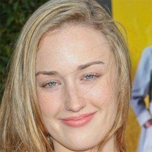 Ashley Johnson 2 of 5