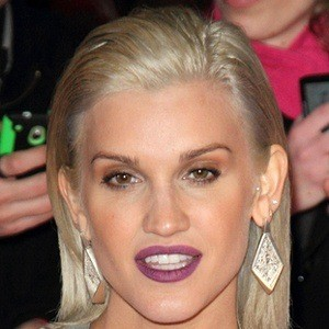 Ashley Roberts 9 of 10