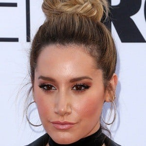 Ashley Tisdale 8 of 9