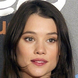 Astrid Berges-Frisbey 4 of 5