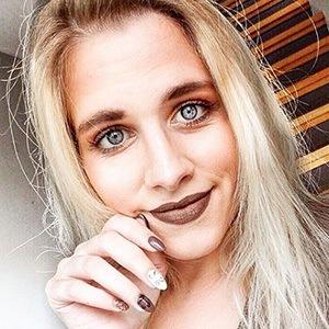 Astrid Lia 2 of 6
