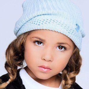 Aurelia Taylor 3 of 5