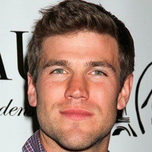Austin Stowell 3 of 5