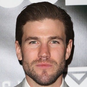 Austin Stowell 6 of 10