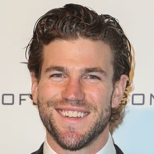 Austin Stowell 7 of 10