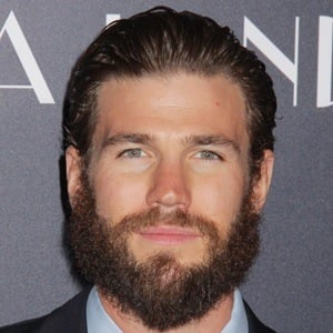 Austin Stowell 8 of 10