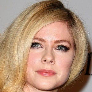 Avril Lavigne - Bio, Facts, Family | Famous Birthdays