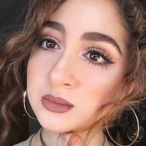 Aya Sellami 2 of 6