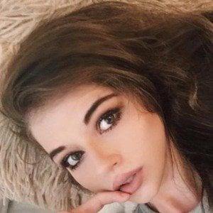 Bella Ashlynn 2 of 8
