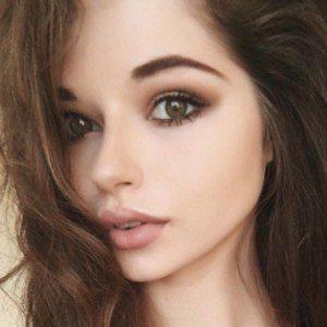 Bella Ashlynn 6 of 8
