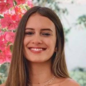 Betsy Álvarez 3 of 5