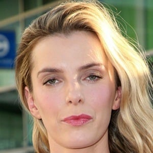 Betty Gilpin 2 of 3