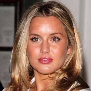 Caggie Dunlop 7 of 7
