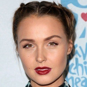 Camilla Luddington 7 of 10