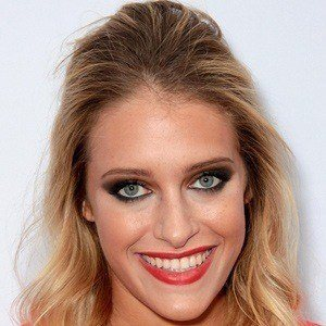 Carly Chaikin 4 of 5
