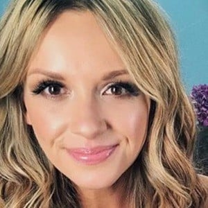 Carly Pearce 5 of 6