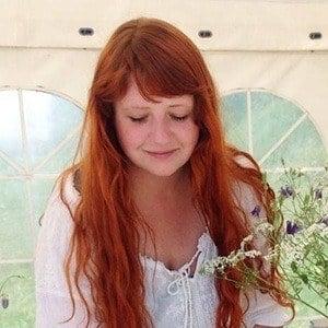 Caroline Arnecke 5 of 6