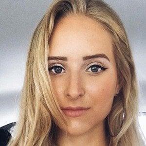 Caroline Zalog 5 of 6