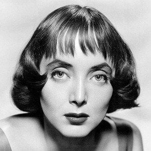 Carolyn Jones 4 of 7