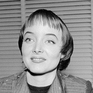 Carolyn Jones 6 of 7