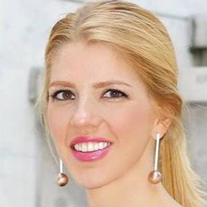 Carolyna Bauer 4 of 6