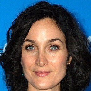Carrie-Anne Moss 4 of 5