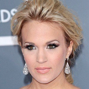 Carrie Underwood 2 of 10