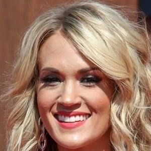 Carrie Underwood 7 of 10
