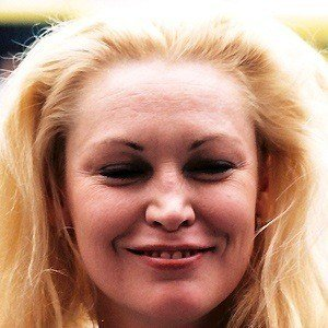 Cathy Moriarty 3 of 6