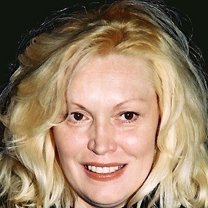 Cathy Moriarty 4 of 6