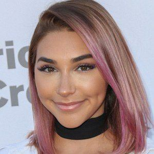 Chantel Jeffries 5 of 10