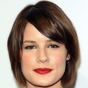 Chelsea Hobbs 3 of 5